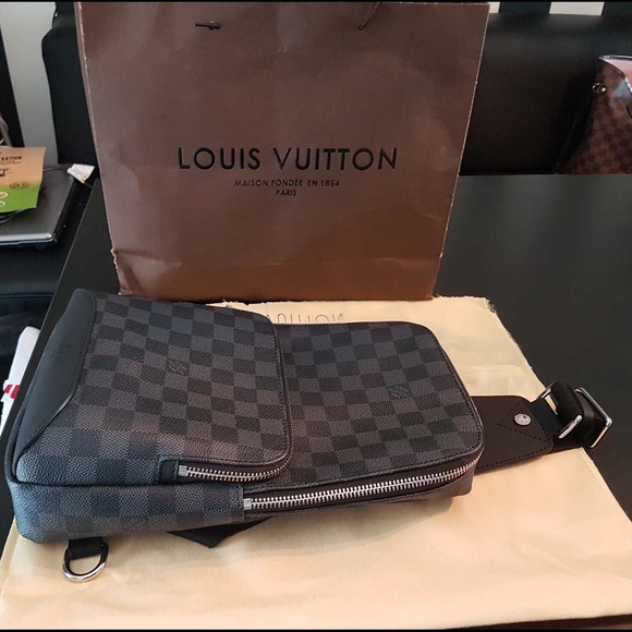 eb6813e25992 Louis Vuitton Avenue Sling Bag